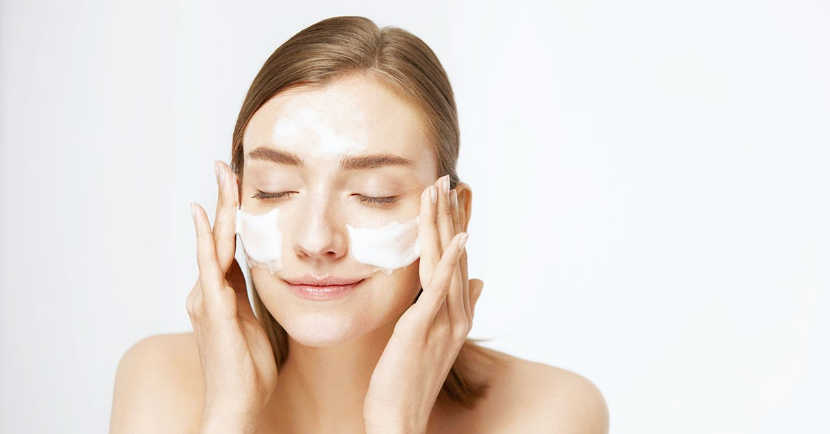 справиться с угрями участки лица или тела
